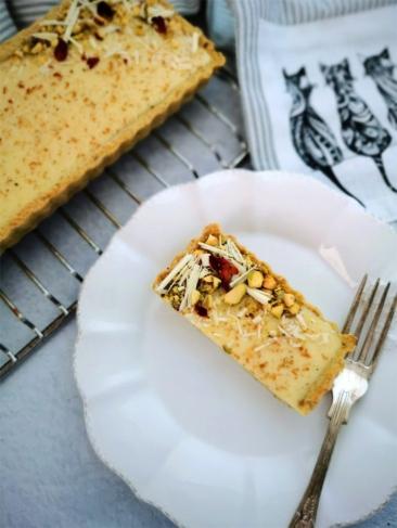 crostata al pistacchio con ganache al cioccolato bianco e fave di Tonka